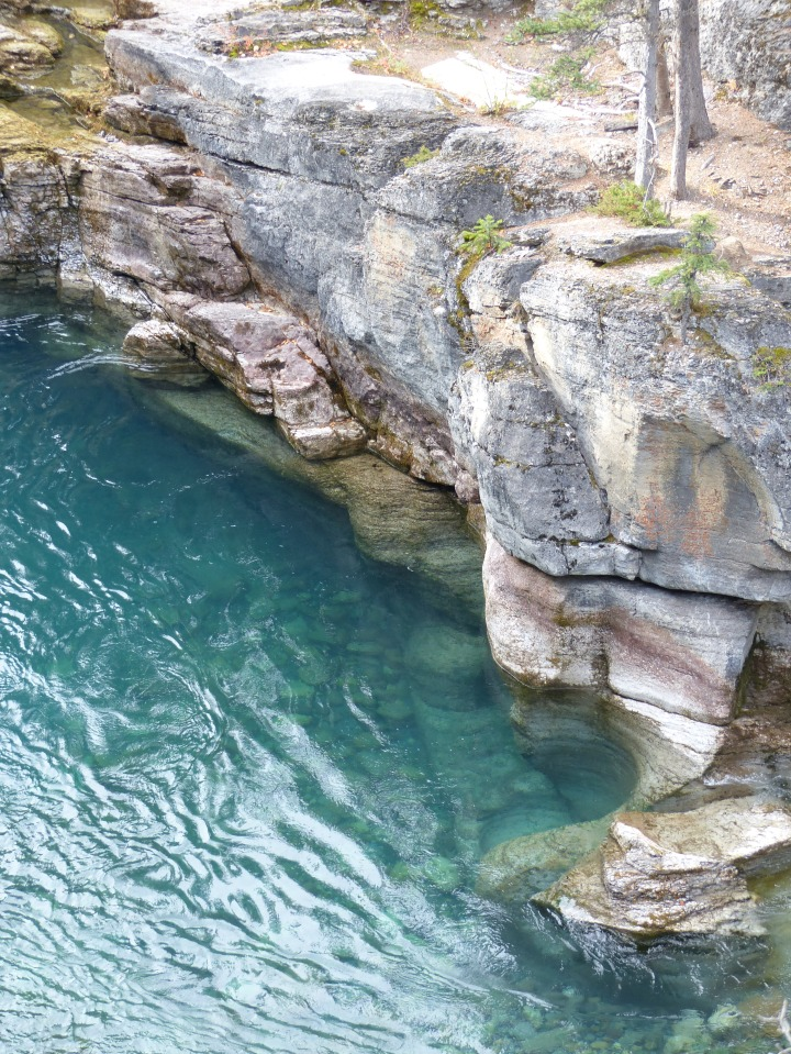 Blue waters of Maligne CanyonBlue waters of Maligne Canyon
