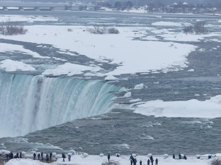 Horseshoe Falls and people winter