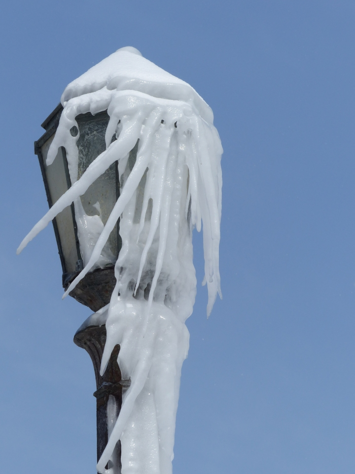 Frozen lamppost Niagara Falls