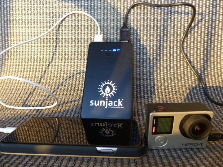 SunJack 14W+8000mAh Battery solar power charger review